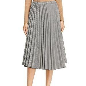 NWT Donna Karan Pleated Skirt Size 6/8